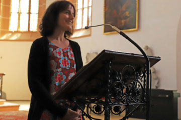 Kristine Schmidt-Köpf begrüßt die Zuhörer zum Auftakt des erzgebirgischen Orgelsommers 2021. Foto: Wieland Josch
